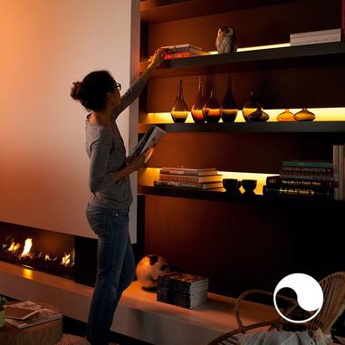 Philips Hue Lightstrip Striscia LED 200 cm, Kit Base